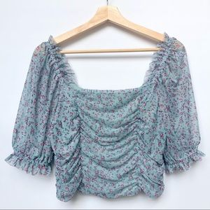 ✨LIKE NEW✨ Wild Fable Floral Scrunched Crop Top